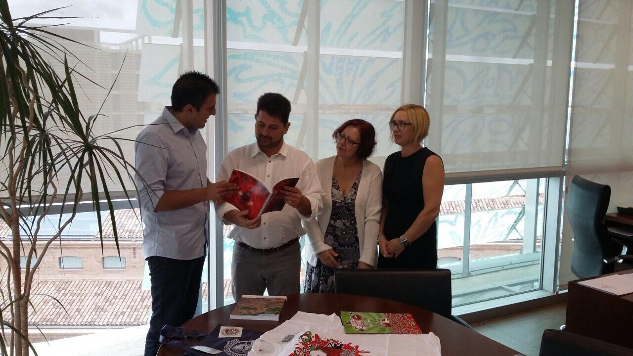 Manuel Sierra se reúne con el nuevo director general de Comercio, Natxo Costa.i